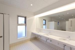 男子トイレ1F手洗い場_025